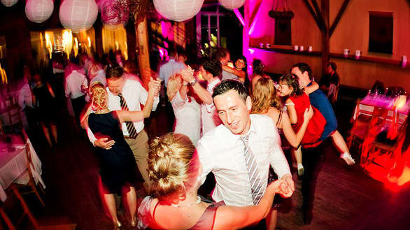 Hochzeitsgesellschaft tanzt in München