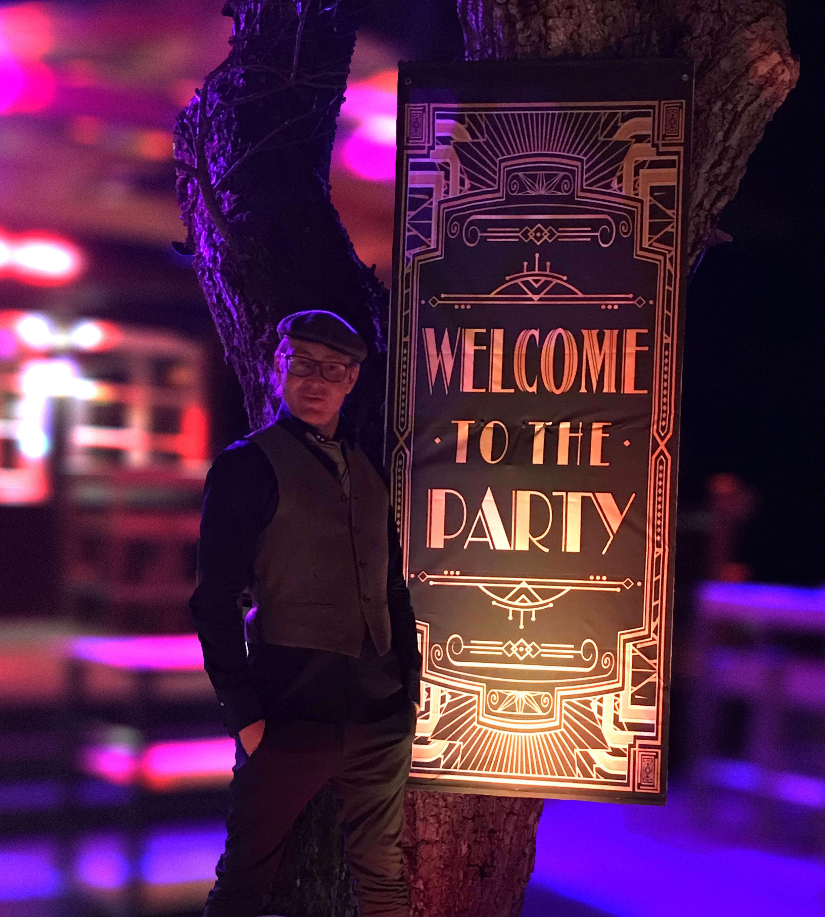 DJ Mike Lindström lädt mit Poster auf eine Motto-Party ein