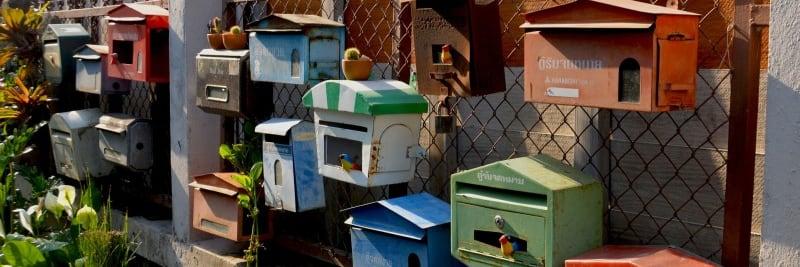 Viele verschiedene Briefkästen stehen für die Nähe und den Kontakt zu Mikes Kunden