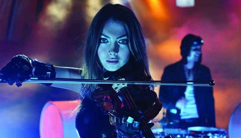 DJ Plus Geige: Beatrix spielt vor Ort