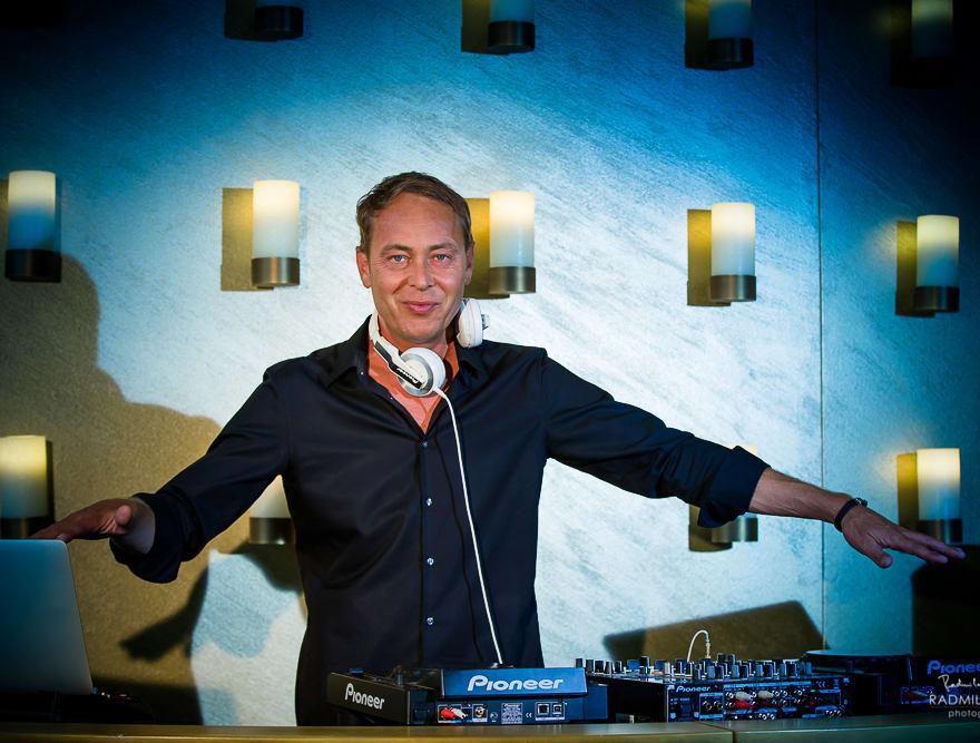Hochzeits-DJ Mike Lindström legt auf