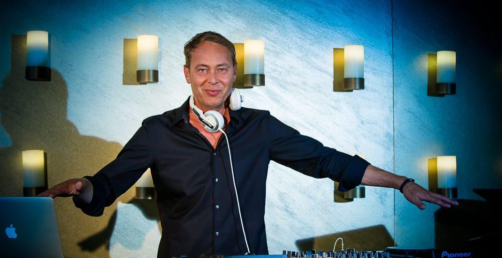 DJ Mike Lindström auf der Bühne
