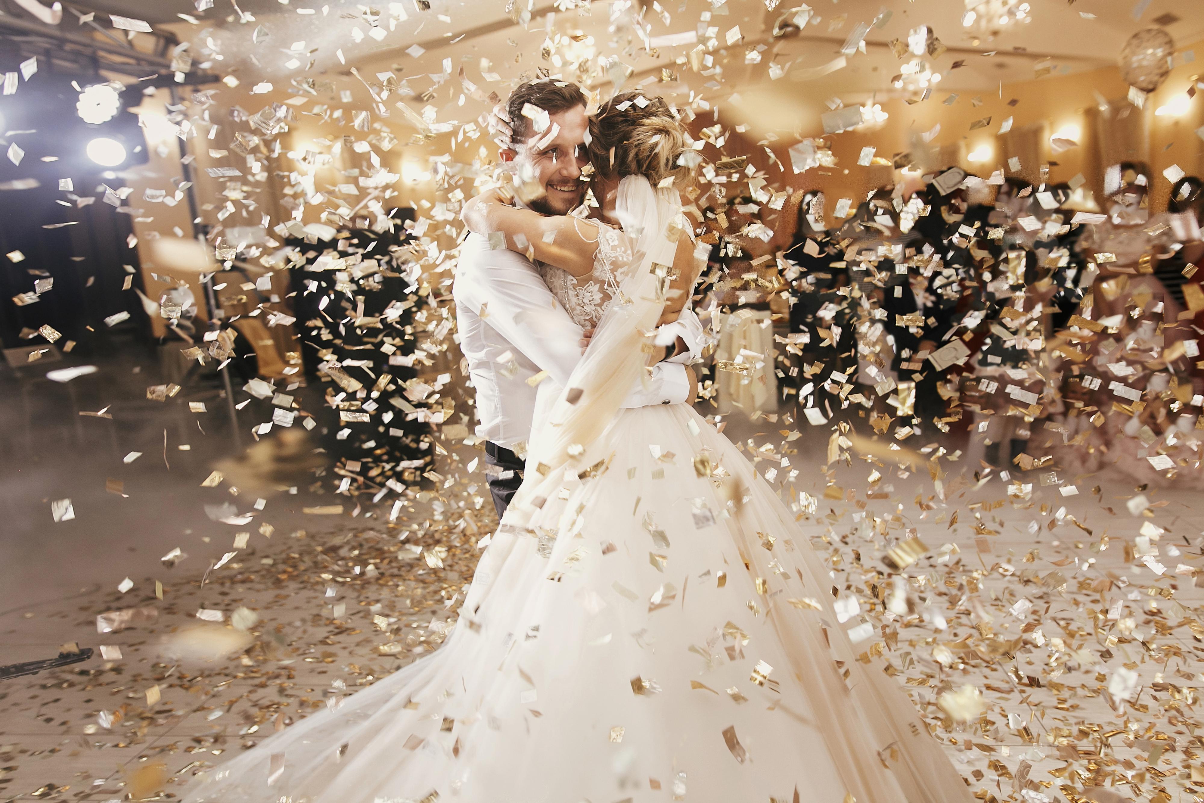 Hochzeitspaar bei traumhaften Hochzeitstanz